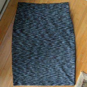 Large LuLaRoe grey patterned Cassie pencil skirt